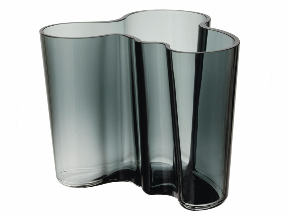 The Aalto Vase, for iittala by Finnish architect and designer Alvar Aalto, was introduced at the Paris World's Fair, in 1937. Its undulating form is the embodiment of simplicity and naturalness.