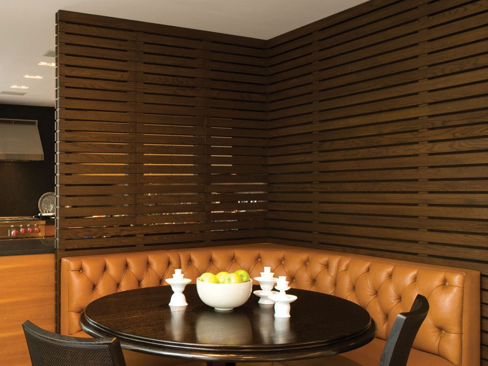 A folding slatted screen wall opens the kitchen to the dining room at will. As a unifying element throughout, McIntosh used Mafi's wood planks.