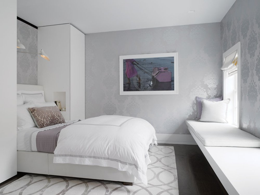 An Osborne & Little wallcovering adds subtle lilac to the guestroom.