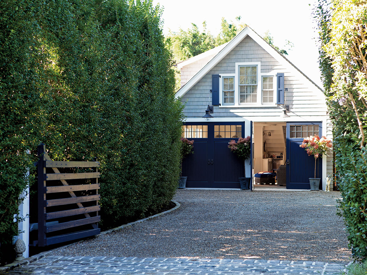 Jack pearson 39 s charm filled carriage house in long island for How much to build a carriage house