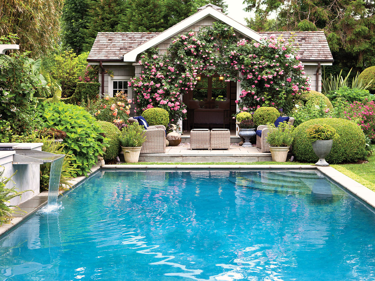 An avid gardener, Pearson designed the swimming pool to be more of a reflecting pool than a recreation space.