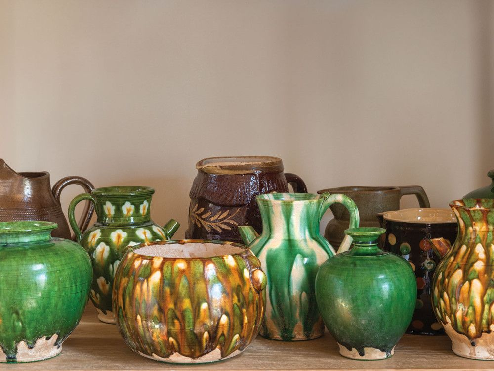 "A collection of traditional Chinese pottery, ""Spinach and Yolk"", was purchased over the years by one of the owners on his visits to Beijing."
