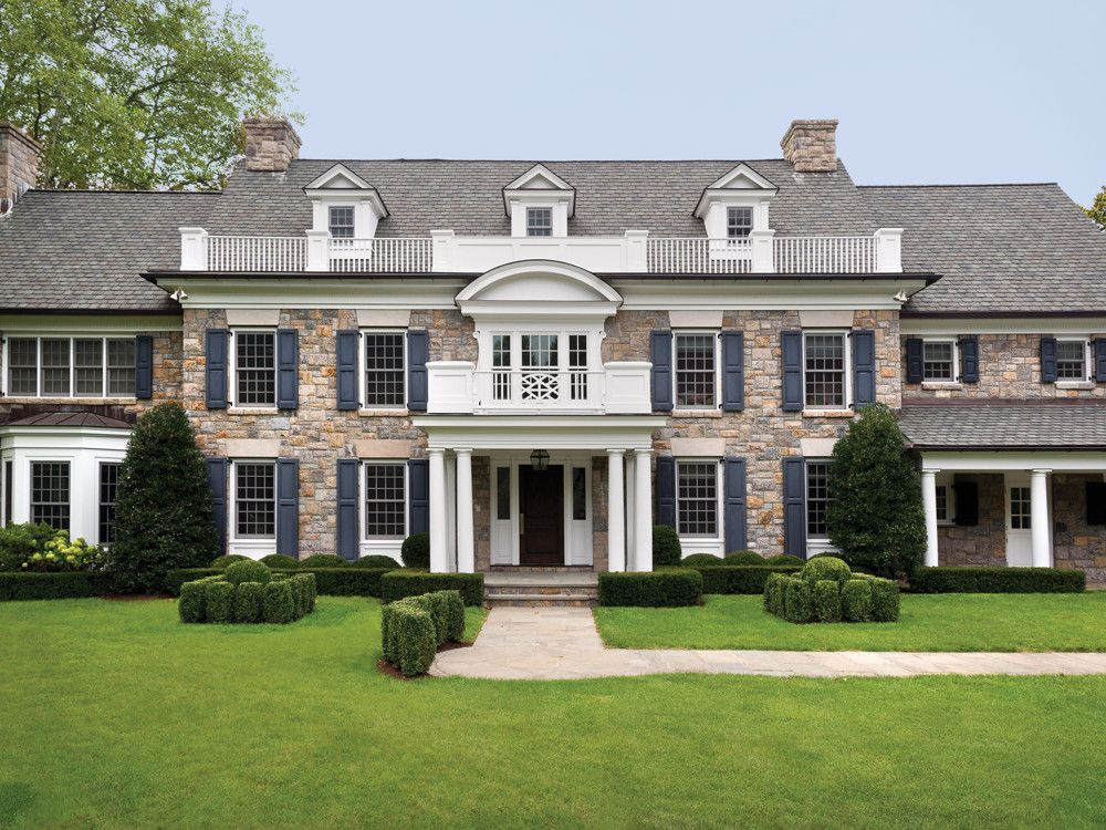 Vicente wolf designs a center hall colonial in scarsdale for Center hall colonial house plans