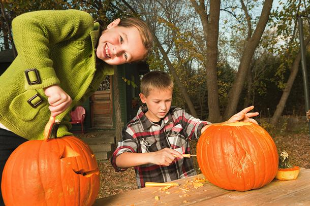Master Carver Thomas Olton on Carving Pumpkins with Kids