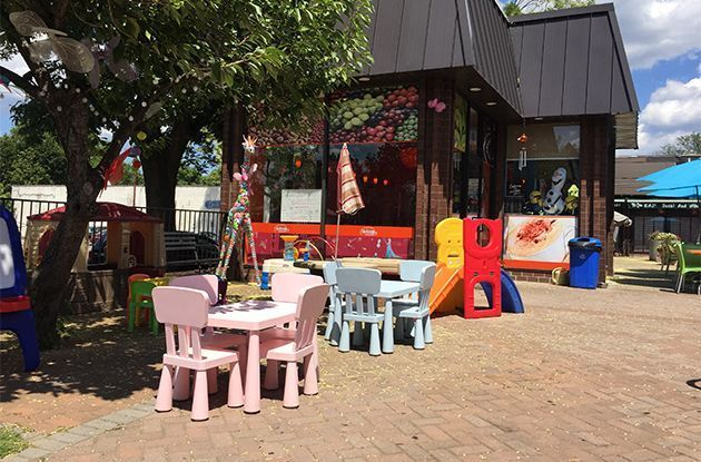 Fro-Yo Shop Adds Kids' Play Area