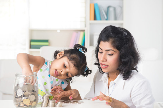 How Moms Can Teach Their Children About Money