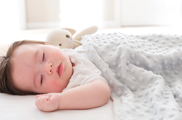 5 Tips to Keep Your Baby Safe While She Sleeps