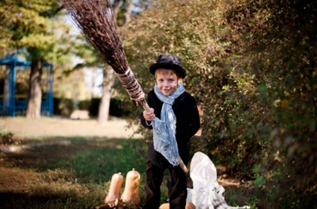 halloween etiquette for parents accompanying young trick ...