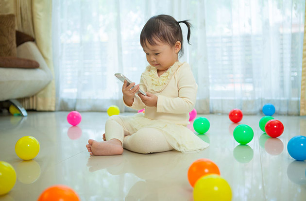 Handheld Screen Time Linked With Speech Delays in Young Children