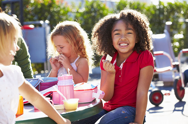 How Kids Can Socialize & Eat Lunch at School