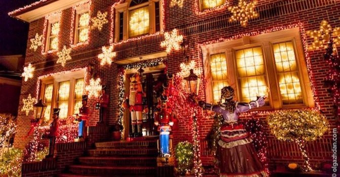A Slice of Brooklyn's Dyker Heights Christmas Lights Tour Gets You in the Holiday Spirit
