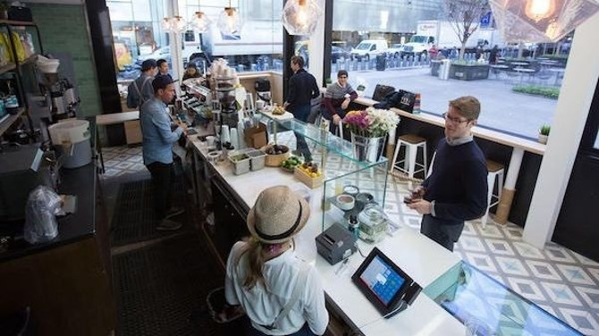 What Are the Best Coffee Spots for Fifth Avenue Shopping Trips?