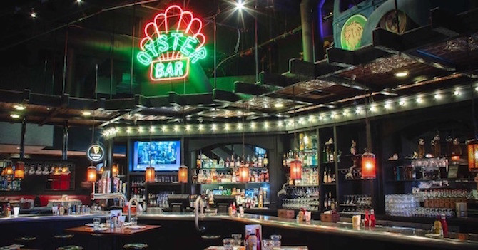 8 Times Square Bars to Visit for Happy Hour in NYC