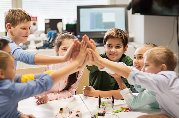 Coding Robotics Workshops Come to Kenwal Day Camp