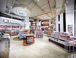 Hershey's Chocolate World Times Square REOPENING SOON! Photos