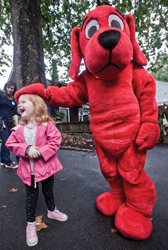 Clifford the Big Red Dog; little girl meets Clifford