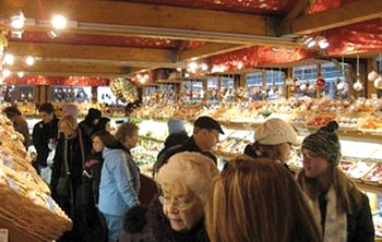 Christkindlmarkt; Christmas market in Bethlehem, Pennsylvania; Christmas shoppers