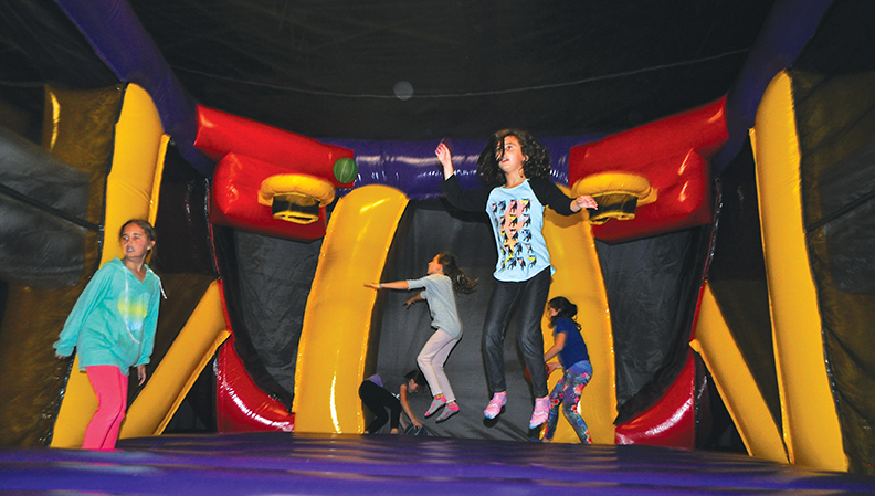 bounce house at screamin parties