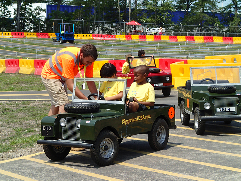 Diggerland Mini Land Rovers