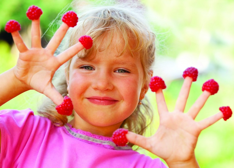 Girl-With-Raspberries