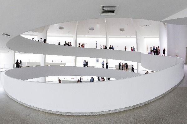 Interior of the Solomon R. Guggenheim Museum, New York. ©SRGF, NY