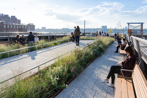 High Line at the Rail Yards Photo by Iwan Baan