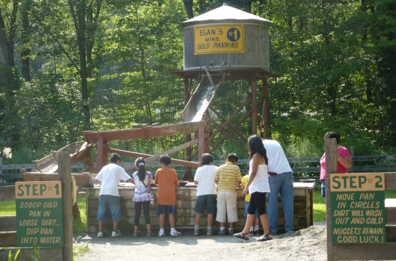 kids panning for gold at egans gold mine