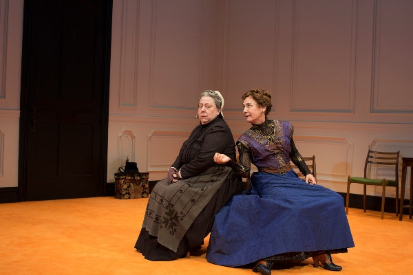 jayne houdyshell laurie metcalf doll's house part 2
