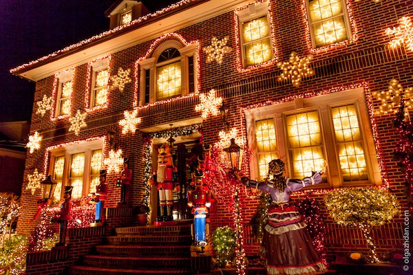 A Slice of Brooklyn Christmas Lights Dyker Heights Tour