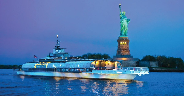 Bateaux Statue Liberty Ny Harbor Nyc Night