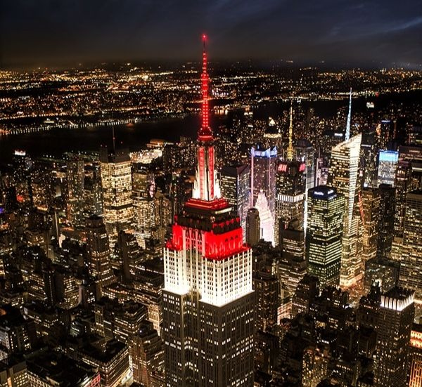 empire state building red lights night
