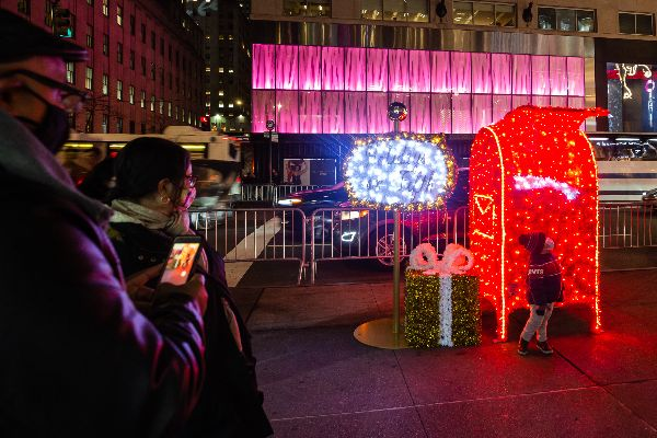 5th avenue lighted toys make it bright