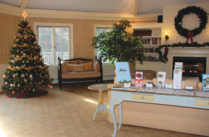 Southampton Inn decorated for holidays