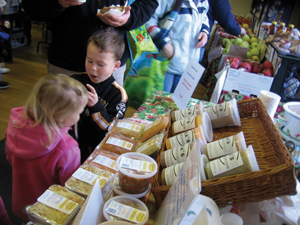 winter farmers market; children at farmers market