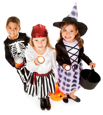 trick or treaters with flashlights