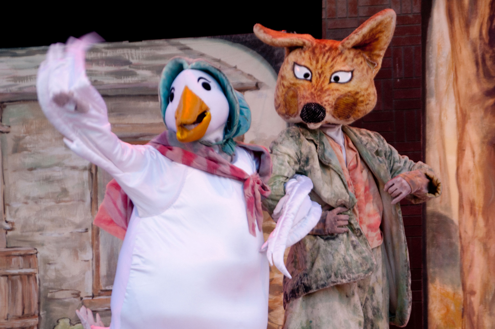 duck and fox on stage