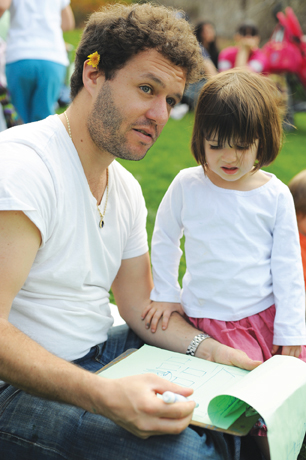 dad and daughter drawing at Wave Hill in Bronx