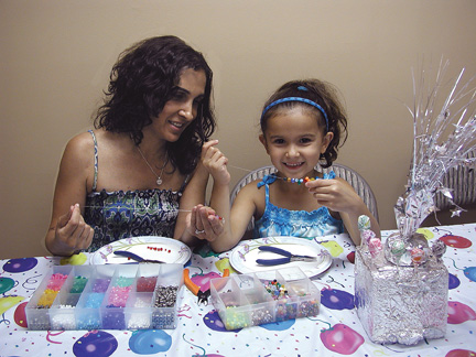 beading workshop for mom and daughter