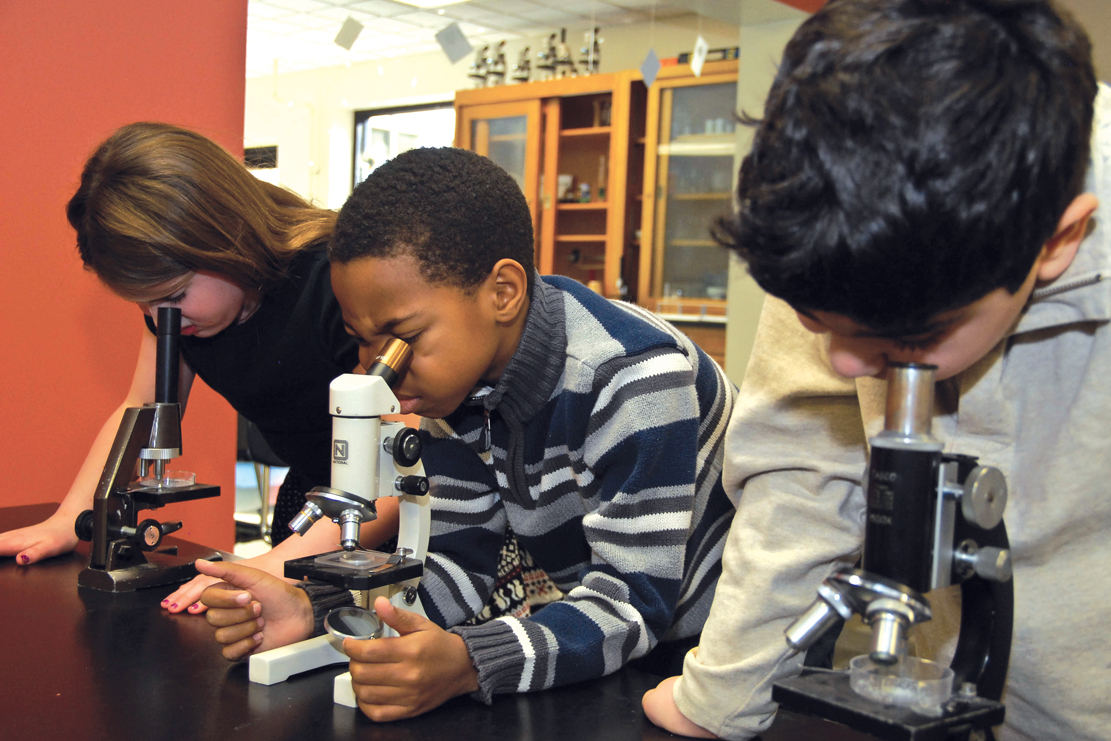 microscopes in science class