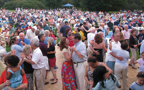 outdoor concert at old westbury gardens