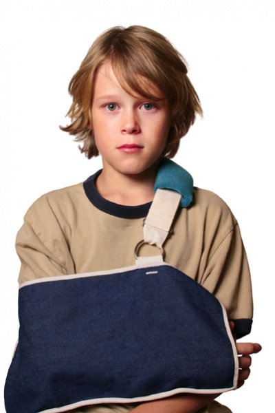 boy with injured arm