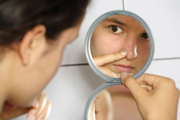 girl acne mirror