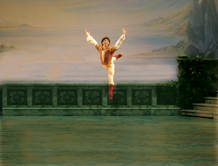 Herman Cornejo in Swan Lake