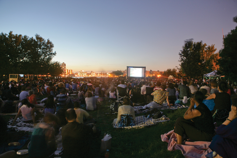 outdoor movies at socrates sculpture park in queens