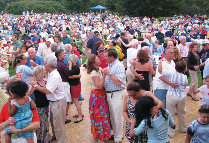 picnic pops concert at old westbury gardens