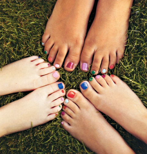 toe nails painted different colors