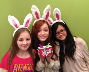 girls at iSwirl Frozen Yogurt