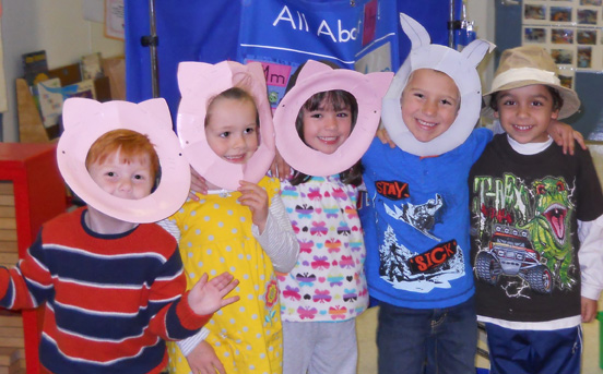 preschoolers as the three little pigs and big bad wolf