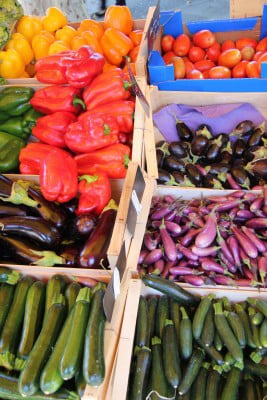 farmers' market vegetable stand