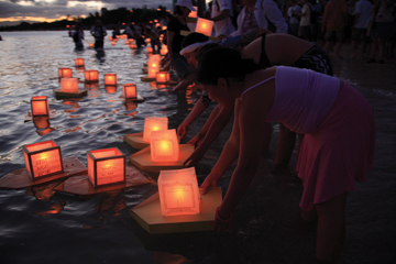 shinnyo lantern floating for peace nyc